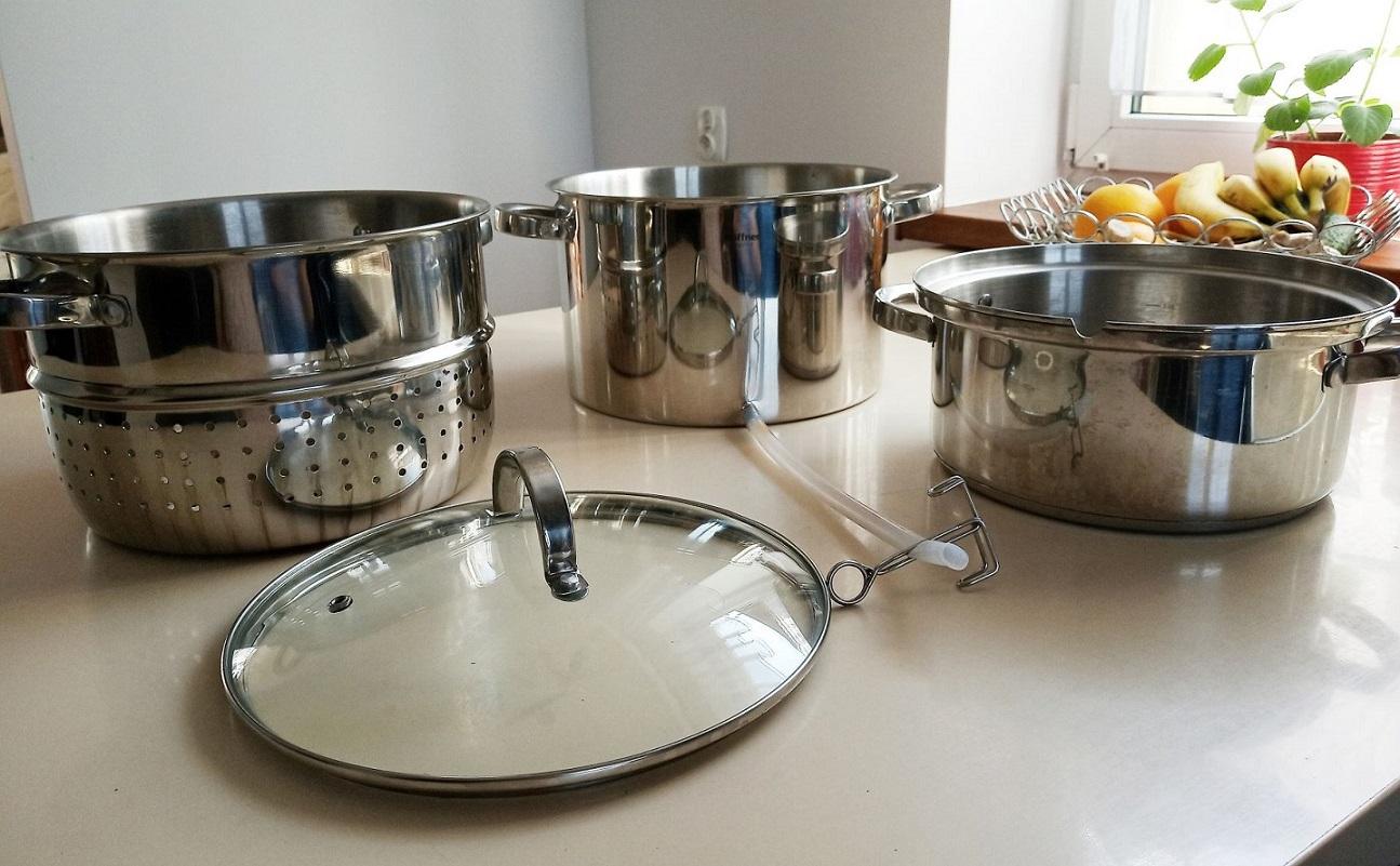 Najprostszy sposób na przygotowanie domowych soków na zimę